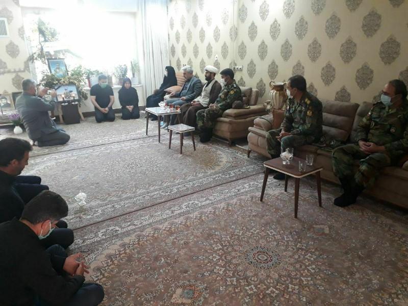 دیدار فرماندهان ارشد ارتش با خانواده خلبان شهید کیانوش بساطی